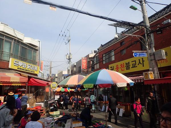亀浦市場の一角にて 釜山市 北区 水産物